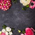 عکس با کیفیت گل های فوق العاده زیبا چیده شده در کنار یکدیگر به صورت قاب در پس زمینه خاکستری